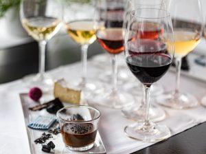 Vin- & lakritsprovning för två